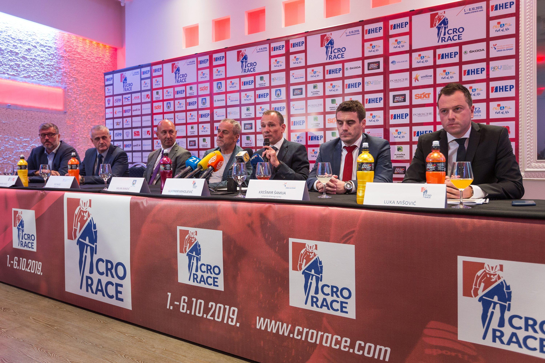 Dubravko Šimenc, Marko Rašić, Ivo Bašić, Milan Bandić, Vladimir Miholjević, Krešimir Šamija, Luka Mišović.jpg (1.47 MB)