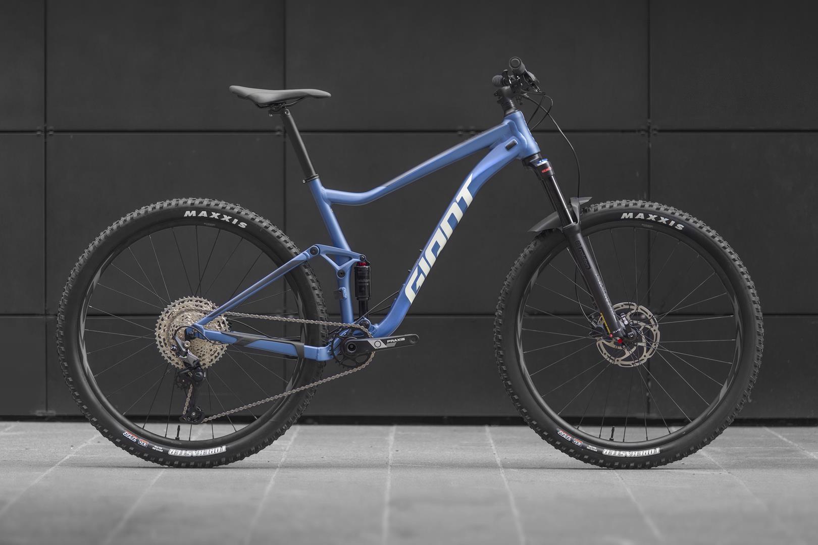giant_bike1.jpg (135 KB)
