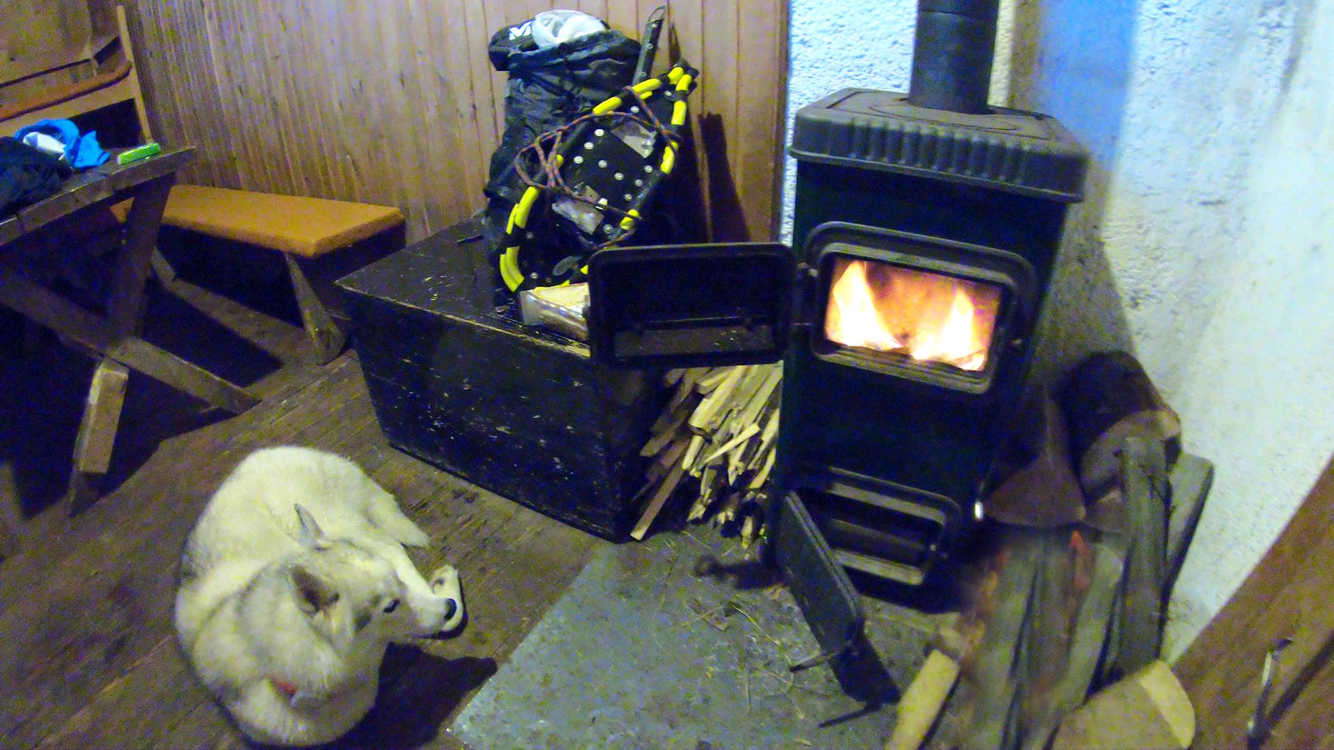 Risnjak Hut Winter Room.jpg (1.81 MB)