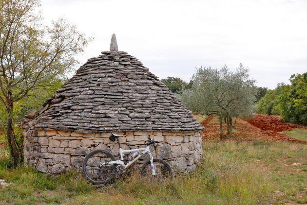 Kažuni i utvrde - bike ruta po Istri