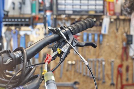 Odzračivanje kočnica na biciklu slika 14