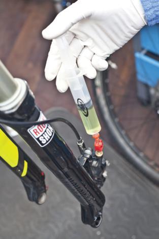 Odzračivanje kočnica na biciklu slika 15