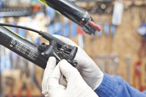 Odzračivanje kočnica na biciklu slika 3