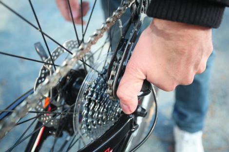Probušena guma na biciklu slika 16