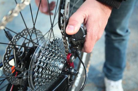 Probušena guma na biciklu slika 1