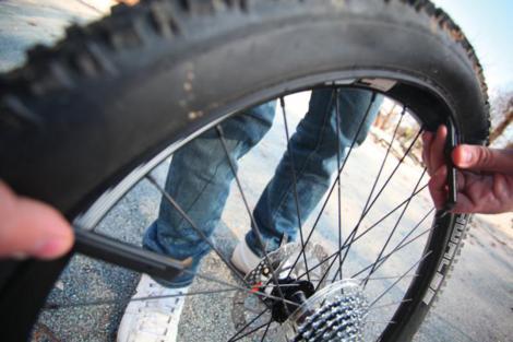 Probušena guma na biciklu slika 4