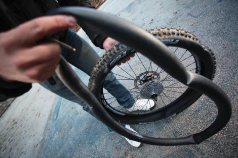 Probušena guma na biciklu slika 7