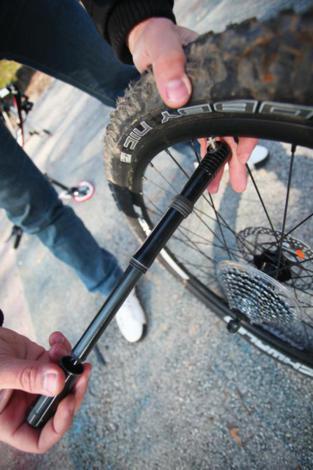 Probušena guma na biciklu slika 11