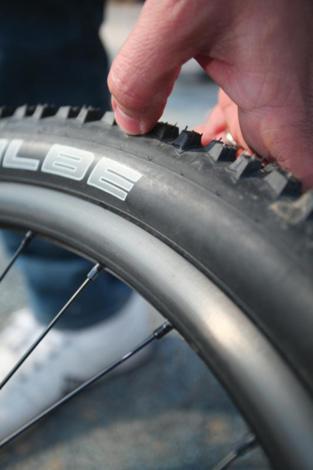 Probušena guma na biciklu slika 14